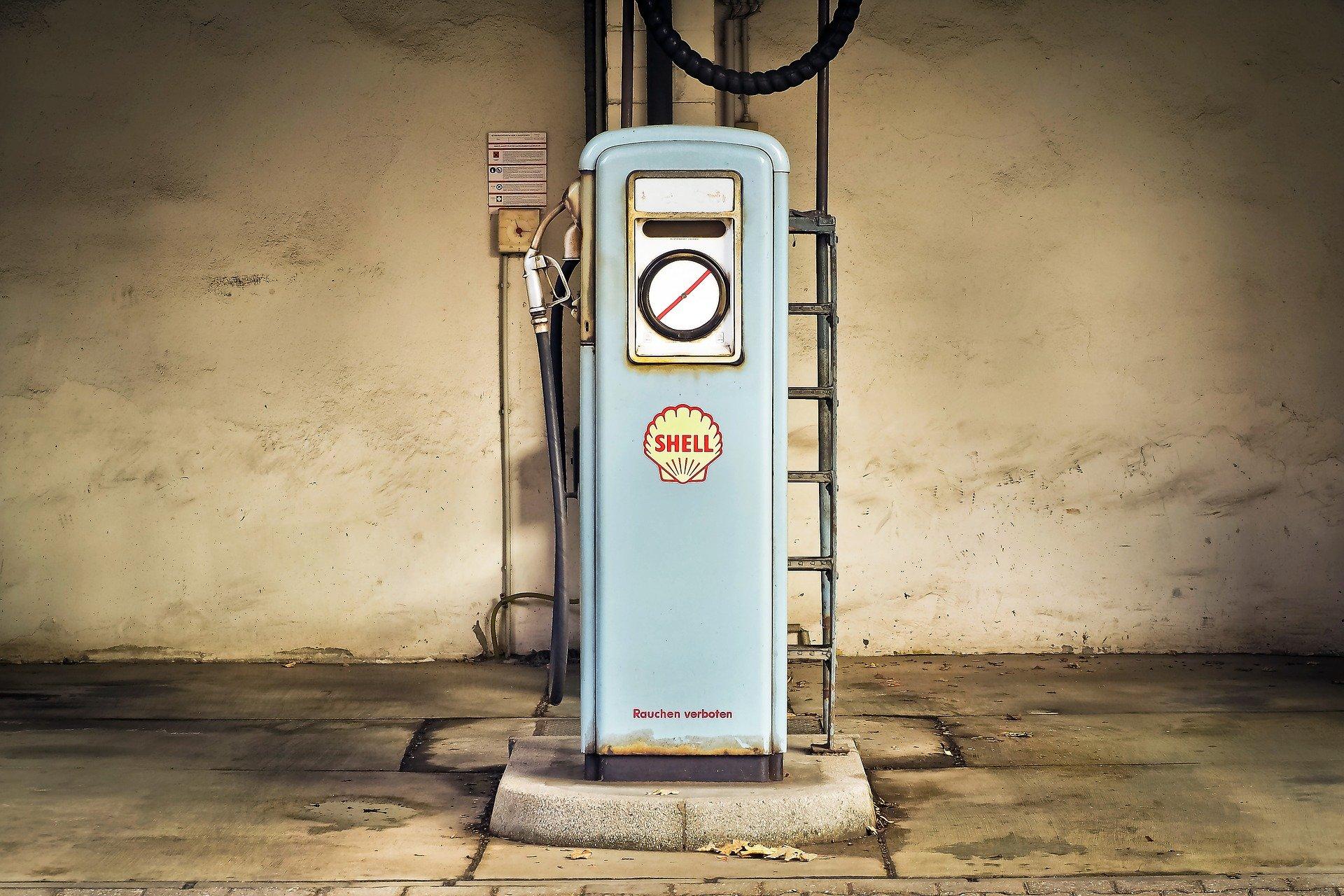 gas-pump-1914310_1920.jpg